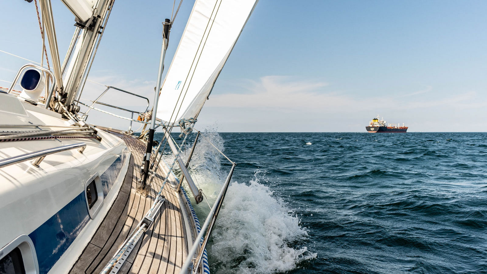Boat activities on Cote d'Azur - boat charters - yacht rental - hire catamaran - rental boats - motorboat - FranceRent