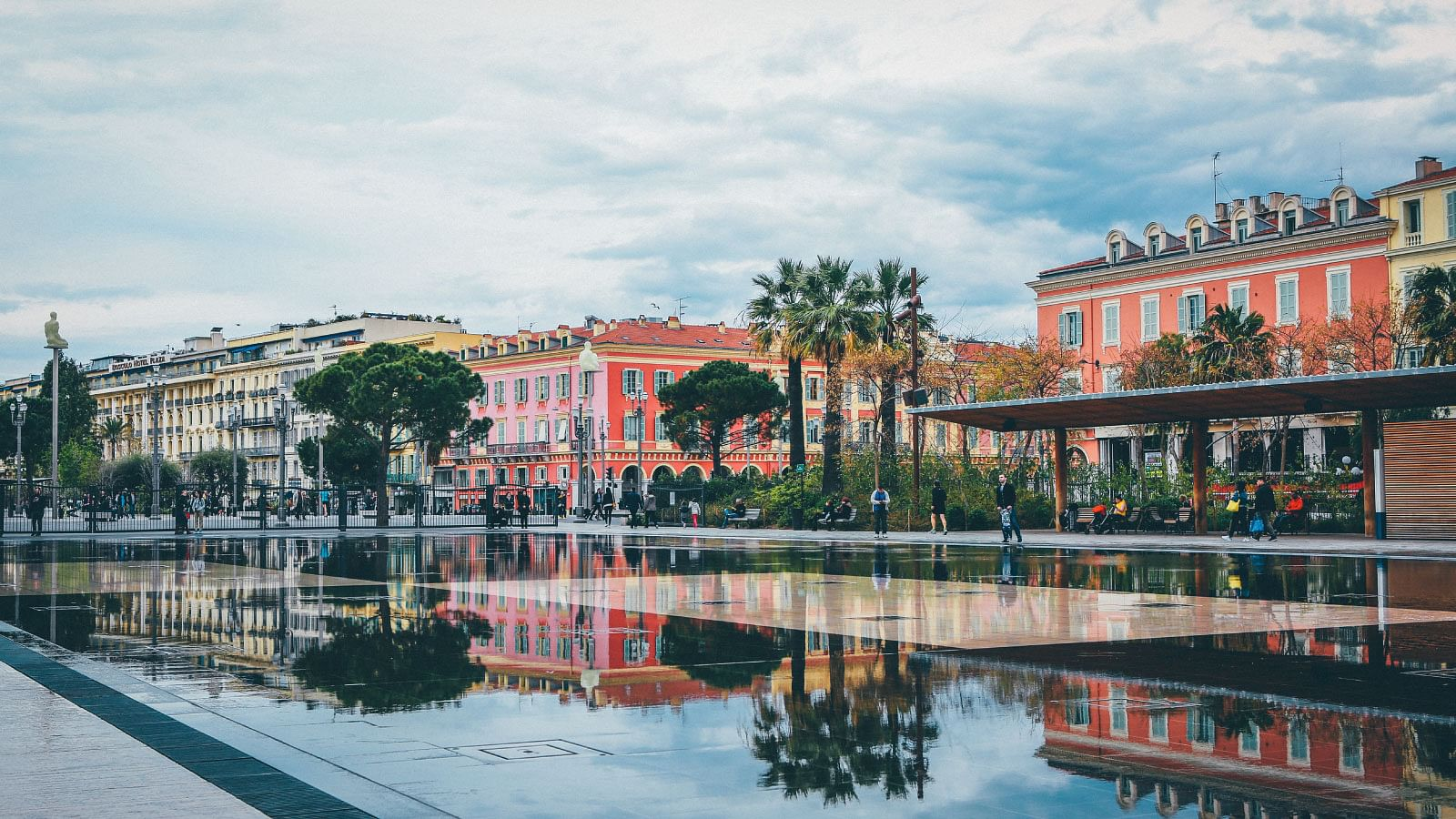 Nice City - Nice old town - Promenade Des Anglais - holiday in Nice - Nice tour guides - Hotel Negresco - Le Meridien