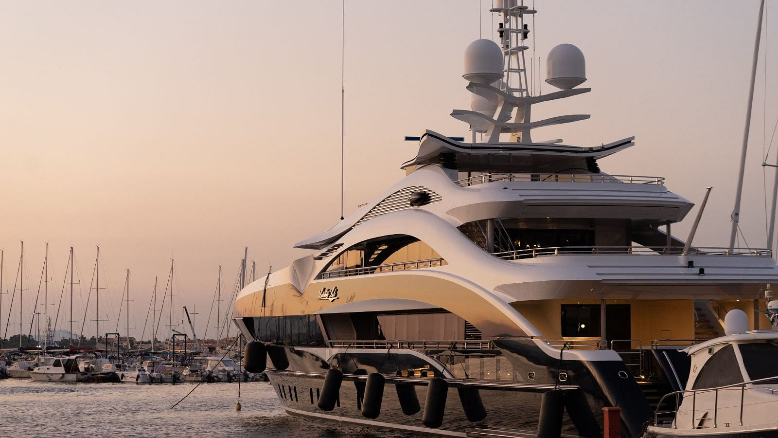 Boat activities on Cote d'Azur - Boat Charters - Yacht rental - Hire catamaran - Rental boats - Motorboat